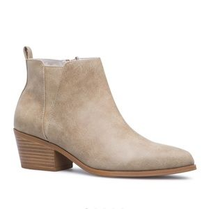 NWT Shoe Dazzle Low-heeled Basic Booties in Taupe